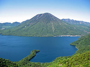 300px-Mount_nantai_and_lake_chuzenji.jpg